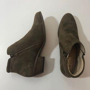 APRI leather gray tan boots booties heels 9